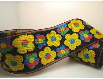 Galon de tatami fleuri avec effet rayures fond noir