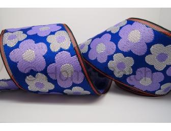 Galon de tatami avec fleurs violettes et blanches sur fond bleu