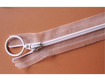 Fermeture éclair blanche et ruban nylon transparent