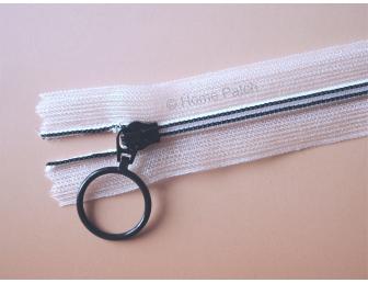 Fermeture éclair noire et ruban nylon transparent