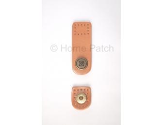 Languette cuir beige avec bouton aimanté motif de bouton