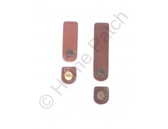 Languette cuir marron avec bouton aimanté bouton de rose