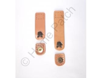 Languette cuir beige avec bouton aimanté bouton de rose
