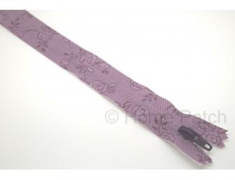 Fermeture éclair imprimée motif de roses fond violet